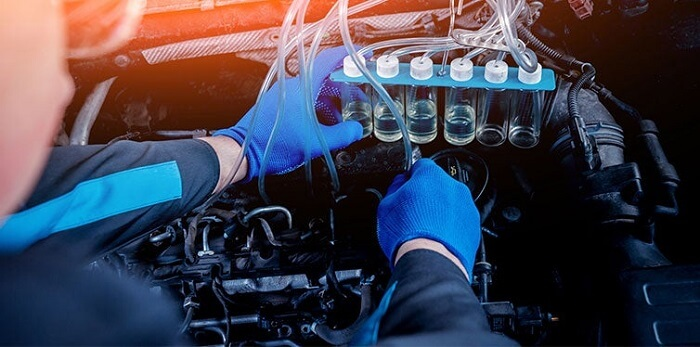Cleaning-Engine-Injectors-Car-Repair-Service-Station