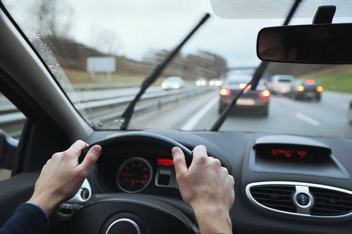 wet-weather-driving-rain-windshield-wiper-replacement-safety