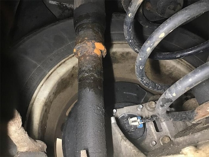 Leaking-Shock-Absorber
