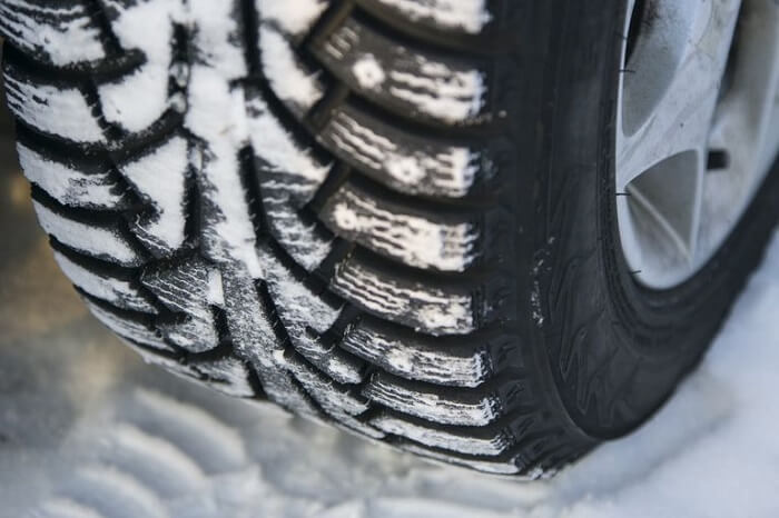 car-tire-at-winter