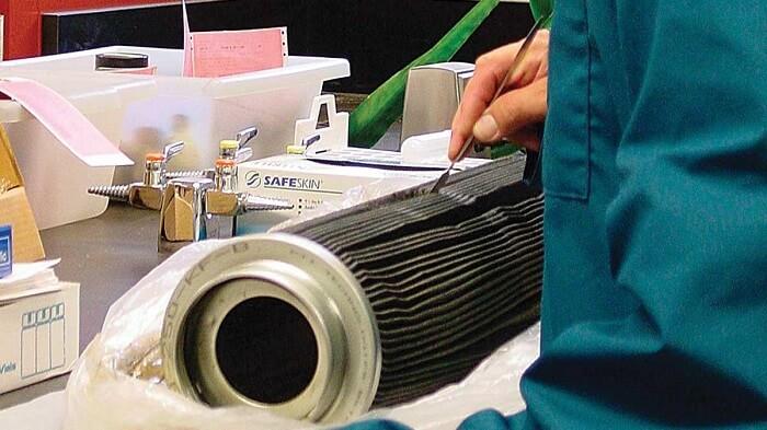 oil-filter-inspection