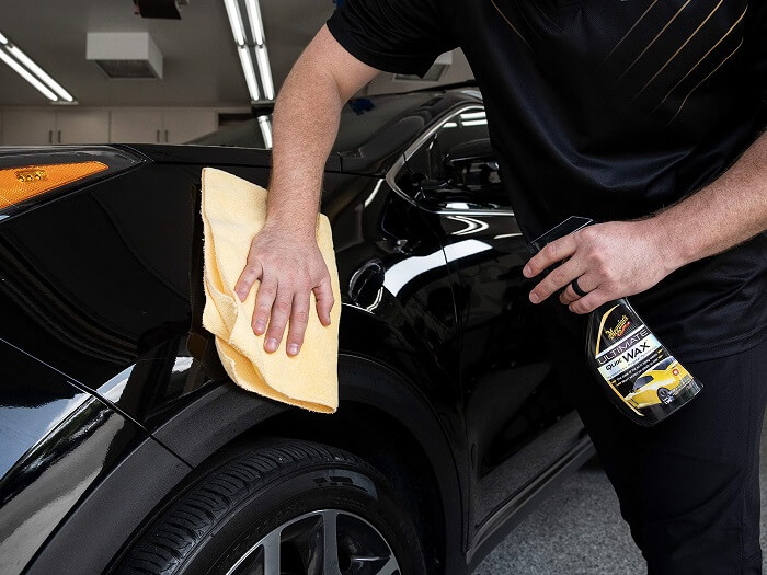 What are the distinctive features of car waxes