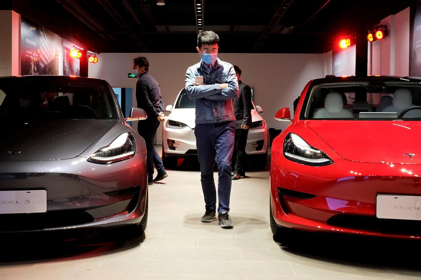 US asks for assistance from 12 major car companies in Tesla Probe