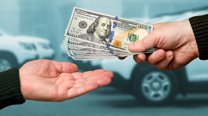 Whether to sell your car or trade-in